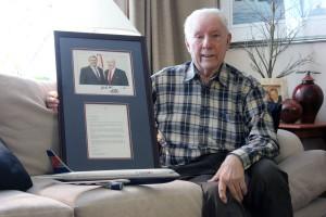 Gord Moul s ocenením od kanadského premiéra © Nicholas Pescod/NEWS BULLETIN
